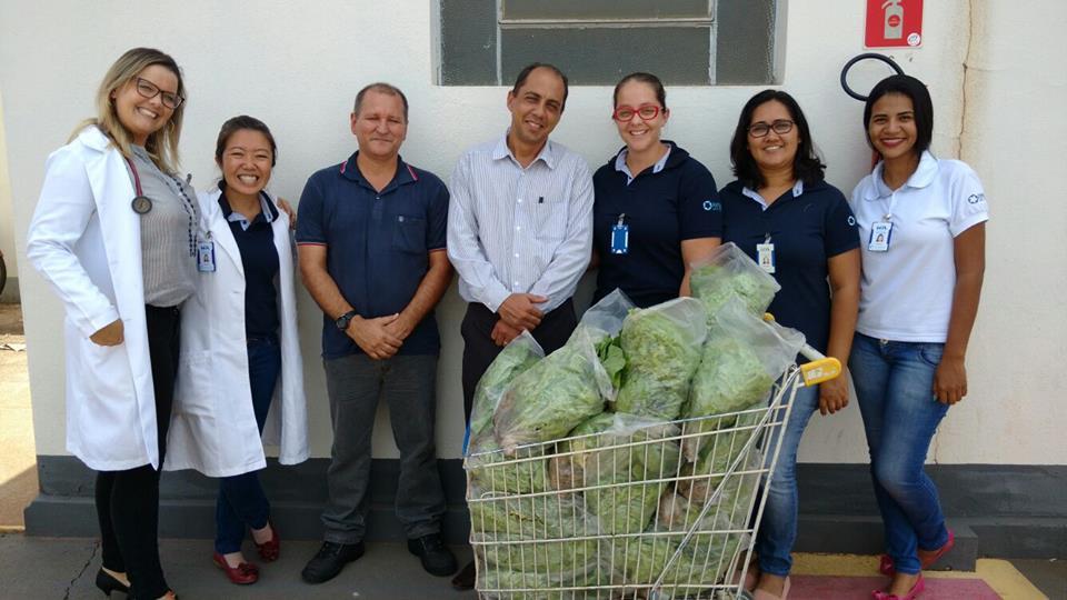 doação de verduras ao hospital auxiliadora
