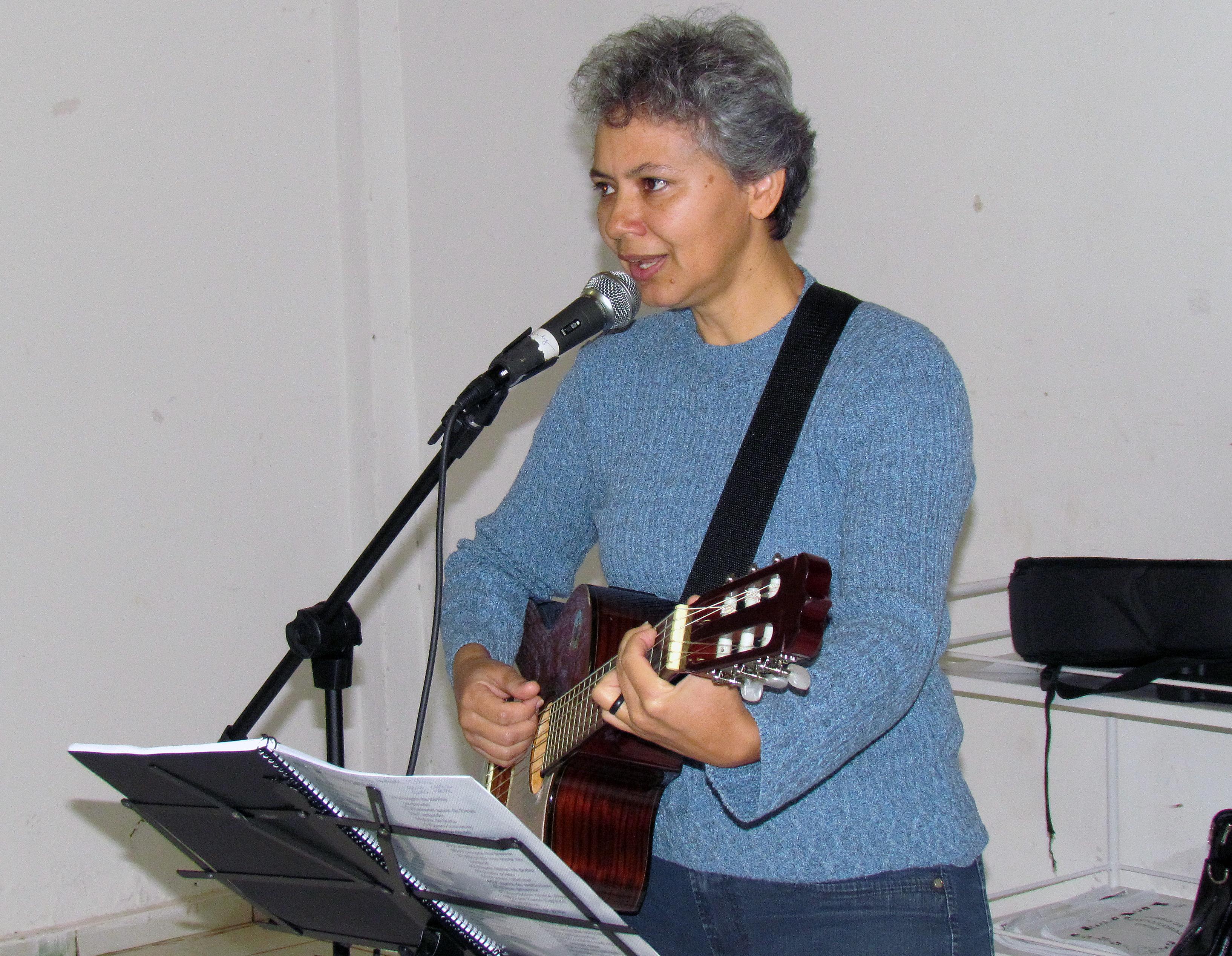 professora de musica rosely